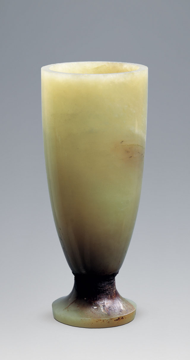Jade chalice, Western Han (206 BCE – 8 CE), H 10.8 cm (4 1/4 in), Diameter (at mouth) 4.5 cm (1 13/16 in), excavated in 1995 from the King of Chu's tomb at Shizishan. Collection of the Xuzhou Museum. 玉高足杯,西汉,高10.8、口径4.5厘米,1995年狮子山楚王墓出土,徐州博物馆藏