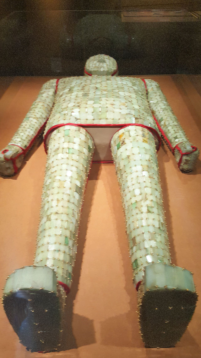 Jade  burial  suit  with  gold  thread, Western  Han  (206  BCE –  8  CE), L 176 cm (69 5/16 in), W (shoulder) 68 cm (26 13/16 in); 4,248 pieces of jade, 1,576 g (about 55.6 oz) of gold thread, excavated in 1994–95 from the King of Chu's tomb at Shizishan. Collection of the Xuzhou Museum. 金缕玉衣,西汉,长176、肩宽68厘米,玉片4248片、金缕1576克,1994–1995年狮子山楚王墓出土,徐州博物馆藏