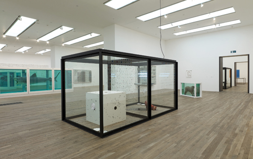 Damien Hirst. <em>A Thousand Years,</em> 1990 (installation view). Glass, steel, silicone rubber, painted MDF, insect-ocutor, cow's head, blood, flies, maggots, metal dishes, cotton wool, sugar and water. © Damien Hirst and Science Ltd. All rights reserved. DACS 2012. Photograph: Prudence Cuming Associates.