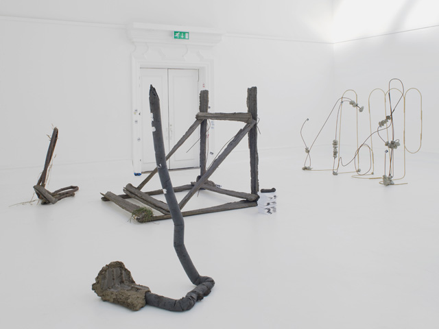 Michael Dean. Sic Glyphs. Installation view (2) at the South London Gallery, 2016. Courtesy the artist, Herald St, London, Mendes Wood DM, Sao Paulo, Supportico Lopez, Berlin. Photograph: Andy Keate.