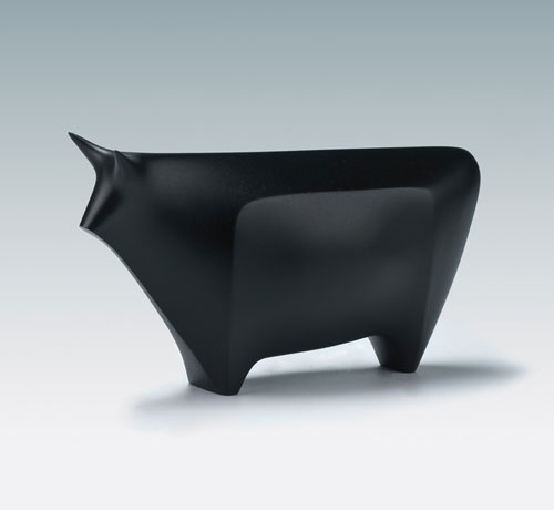 Hiramatsu Koshun (1896–1971). <em>Okimono of a Bull</em>, c1939–43. Bronze, 7¼ × 3⅞ × 14 in. This exhibition is organised and circulated by Art Services International, Alexandria, Virginia.
