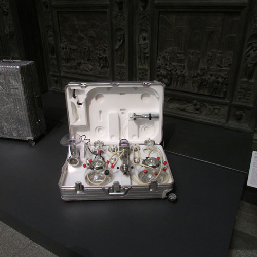 Wim Delvoye. Cloaca Travel Kit, 2007. Mixed media. 20 х 77 х 67 cm.