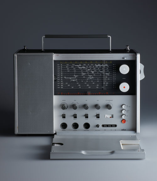 T 1000 Portable radio by Dieter Rams, 1963. Manufacturer: Braun GmbH. Photo Koichi Okuwaki.
