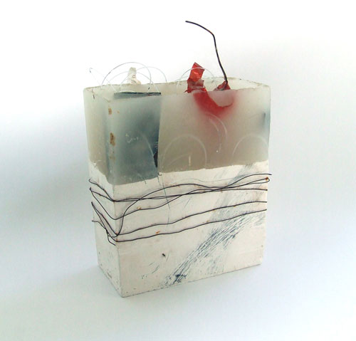 Susan Winton. Transection, 2014. Plaster, wax and wire sculpture, 14 x 6 x 21.5 cm. © Susan Winton.