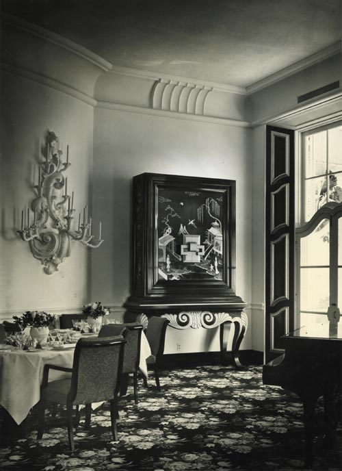 Dining Room at Arrowhead Springs Resort in California, 1939. Photograph by Maynard Parker. Courtesy The Huntington Library, San Marino, California.