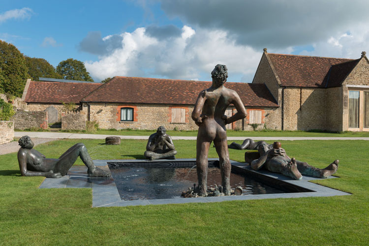 Nicole Eisenman, Fountain, 2017, installation view, Hauser & Wirth Somerset 2020. © Nicole Eisenman. Courtesy the artist and Hauser & Wirth. Photo: Ken Adlard.