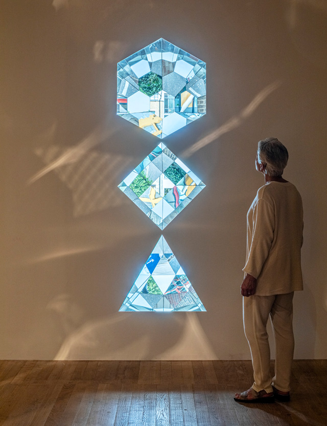 Olafur Eliasson. Your planetary window, 2019 (detail). Glass mirrors, aluminium, steel, 255 x 75 x 115 cm. Installation view, Tate Modern, London, 2019. Photo: Anders Sune Berg. Courtesy the artist; neugerriemschneider, Berlin; Tanya Bonakdar Gallery, New York / Los Angeles. © 2019 Olafur Eliasson.