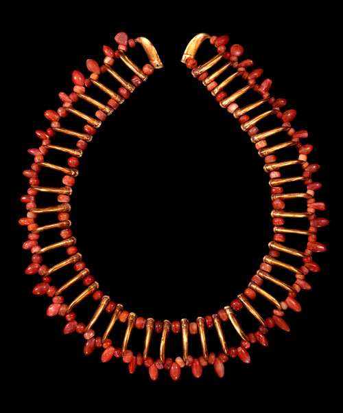 Necklace of red stone and claw shaped beads, Tairona, gold alloy, AD900-1600. Copyright Museo del Oro, Banco de la Republica, Colombia.