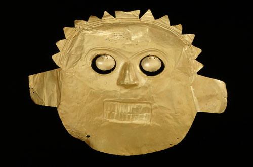 Funerary mask, Calima-Malagana, gold alloy, 100BC-AD400. Copyright Museo del Oro, Banco de la Republica, Colombia.
