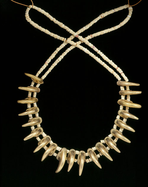 Necklace with claw shaped beads, Zenu, gold alloy, 200BC-AD1000. Copyright Museo del Oro, Banco de la Republica, Colombia.