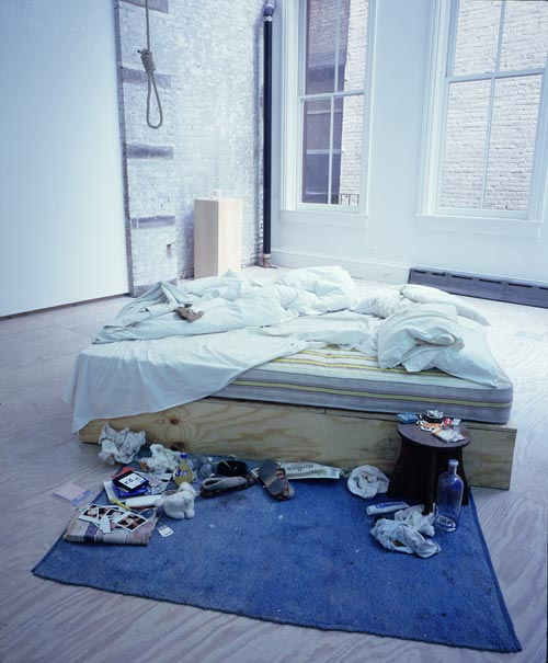 Tracey Emin. My Bed, 1998. Mattress, linens, pillows, rope, various memorabilia, 79 x 211 x 234. Saatchi Gallery, London. © The Artist