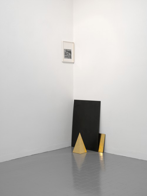 Haris Epaminonda. Untitled #20 t/f, 2014. Framed found image, 31.6 x 24.8 cm; iron plate, 75 x 54 cm; wooden plate with gold leaf and black pastellone, 27 x 20cm; wooden pyramid with gold leaf 30 x 15 x 15 cm. Courtesy the artist and Galleria Massimo Minini, Brescia. Photograph: Andrea Gilberti.
