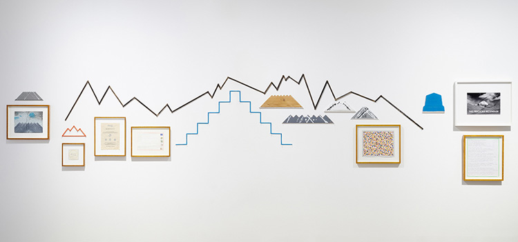 Hamish Fulton. Mountain Skyline. 28 Pieces Of Wood For A 28 Day Walking Expedition In Nepal, From Jomson To Hilsa, Autumn 2011, 2011. Walk text on wood, 50 × 343 cm. Installation view. © Hamish Fulton. Courtesy Parafin, London. Photo: Peter Mallet.