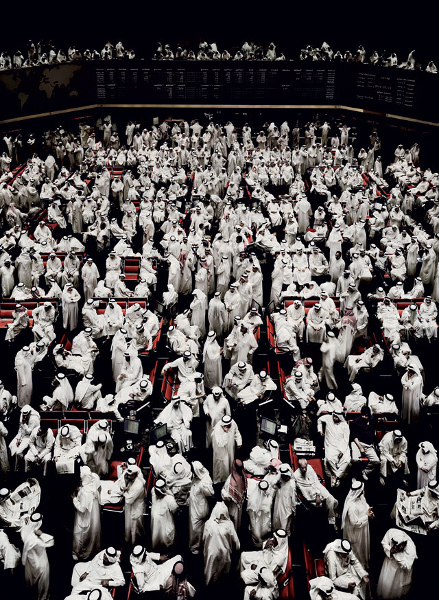 Andreas Gursky. Kuwait Stock Exchange I, 2007. Chromogenic colour print. Courtesy of the artist and Sprüth Magers, Berlin and London. © Andreas Gursky / 2017 / Artists Rights Society (ARS), New York, Courtesy Sprüth Magers .