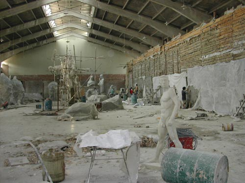 Sculptors working inside a workshop inside 798
