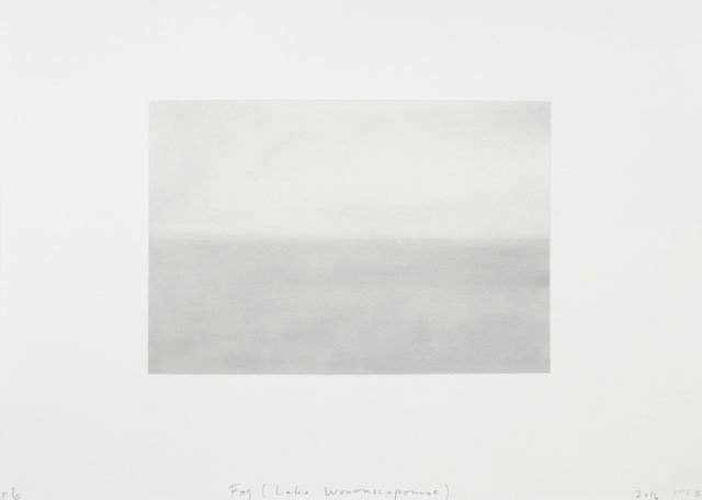 Spencer Finch. Fog (Lake Wononscopomac), 2016. Pastel and pencil on paper, 56.5 x 76 cm. © Spencer Finch. Courtesy of Lisson Gallery.