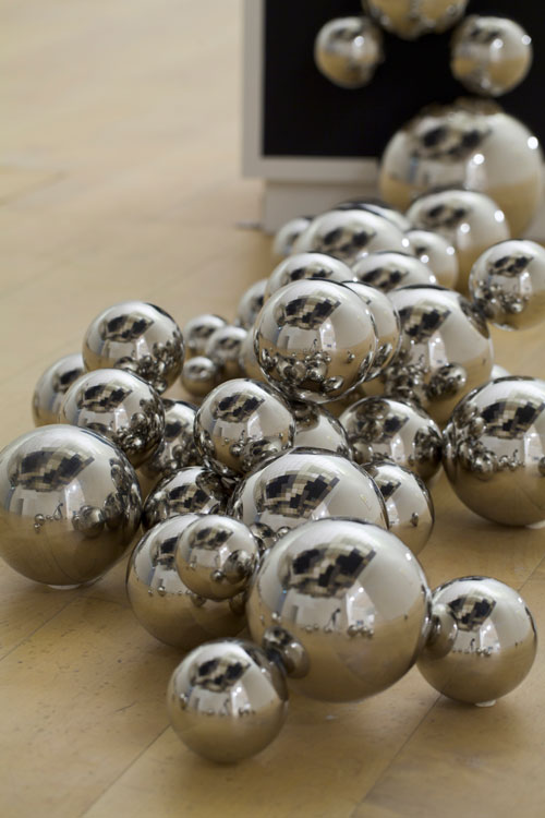 <p>Saâdane Afif. <em>The Skull</em> (detail), 2008. Rockwool double ceiling, painted wood bases, stainless steel ball, lights, dimensions variable. Collection: Fonds National d'Art Contemporain (FNAC), Paris. Courtesy: Galerie Michel Rein, Paris. Photo: Watanabe Osamu Photo. Courtesy: Mori Art Museum.