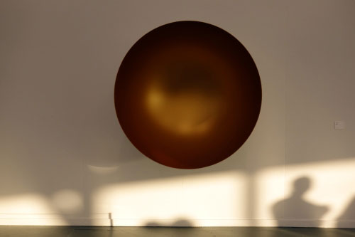 Anish Kapoor. Untitled, 2013. Fibreglass and paint, 140 x 140 x 70 cm. Lisson Gallery.