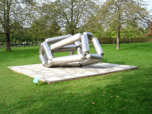 Richard Deacon <em>'Masters': Masters of the Universe: Screen Version</em>, 2005. Copyright Linda Nylind, courtesy Frieze Art Fair.