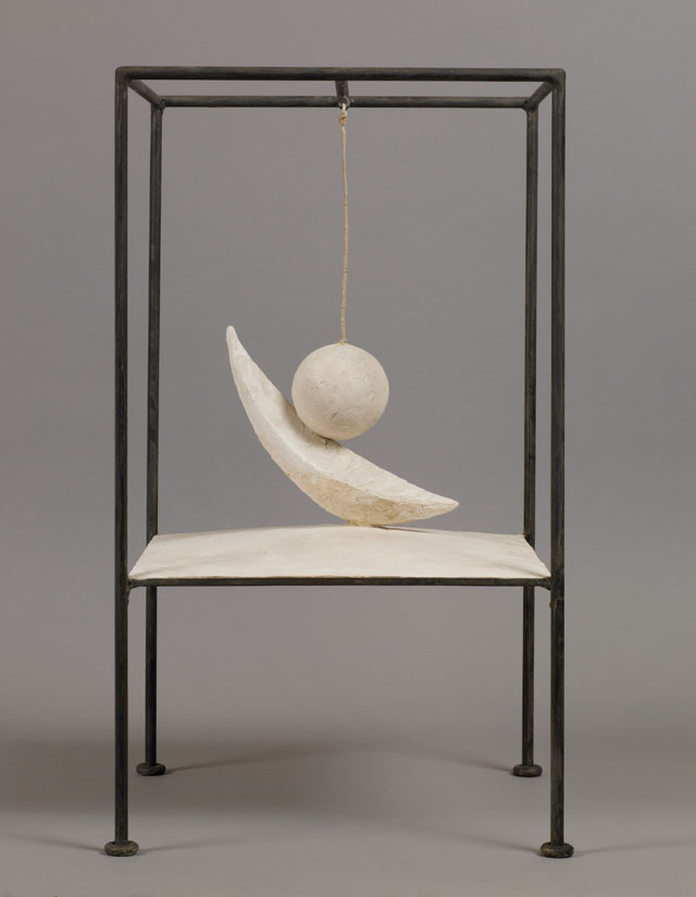 Alberto Giacometti. Suspended Ball, 1930-31. Plaster and metal, 60.6 x 35.6 x 36.1 cm. Collection Fondation Alberto and Annette Giacometti, Paris. © Alberto Giacometti Estate, ACS/DACS, 2017.