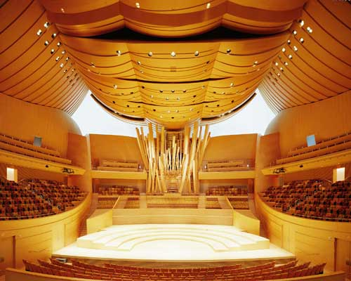 Interior, Walt Disney Concert Hall. Designed by Frank Gehry. Courtesy of the Los 