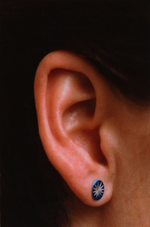 Isa Genzken. Ohr (Ear), 1980. Chromogenic colour print, 175.3 × 118.1 cm. Collection Museum of Contemporary Art Chicago, gift of Mary and Earle Ludgin by exchange. Courtesy the artist and Galerie Buchholz, Cologne/Berlin. © Isa Genzken.