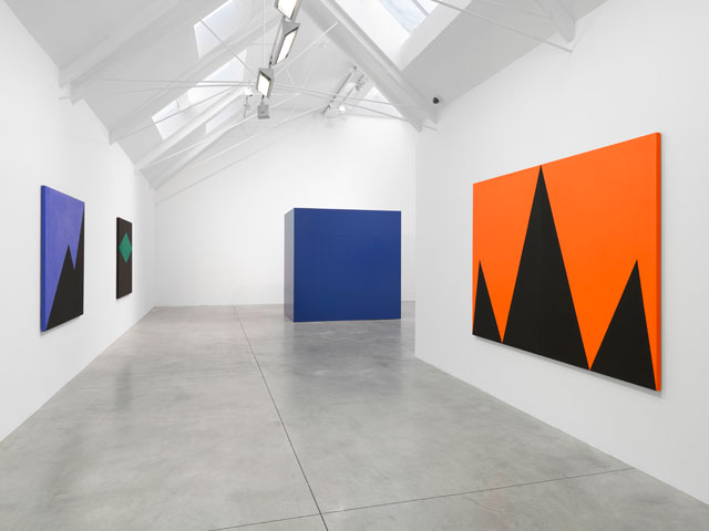 Carmen Herrera, installation view, Lisson Gallery, London, 24 November – 13 January 2018. Courtesy Lisson Gallery.