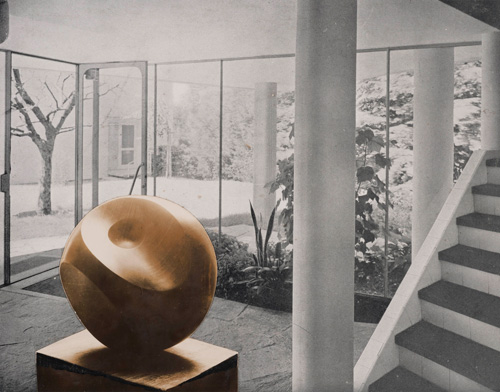 Barbara Hepworth. Photo-collage with Helicoids in Sphere in the entrance hall of flats designed by Alfred and Emil Roth and Marcel Breuer at Doldertal, Zurich 1939. Photograph, gelatin silver prints on paper. Private collection. © The Hepworth Photograph Collection.