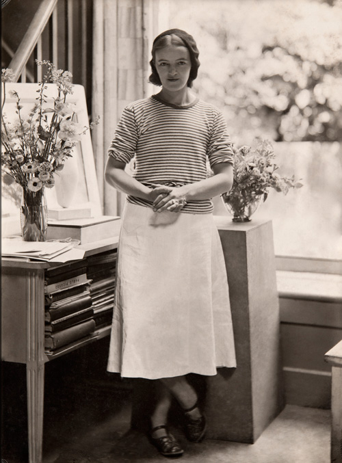 Hepworth in the Mall Studio, London, 1933. Photograph: Paul Laib. The Barbara Hepworth Photograph Collection. © The de Laszlo Collection of Paul Laib Negatives, Witt Library, The Courtauld Institute of Art, London.