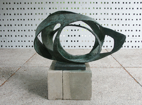 Barbara Hepworth. Oval Form (Trezion),1961-63. Bronze, 940 x 1440 x 870 mm. Aberdeen Art Gallery and Museums Collections. Photograph courtesy The Kröller-Müller, Otterlo, The Netherlands. Photograph: Mary Ann Sullivan, Blufton University. © Bowness.