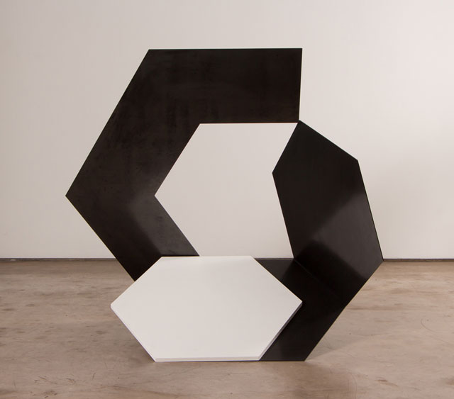 Tuneu. Untitled, 2016. Painted Corten steel, 91 x 100 x 60 cm. Photograph: Riã Duprat.