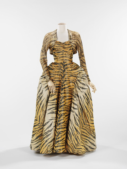 Gilbert Adrian (American, 1903–1959). <em>Evening Ensemble</em>, 1949. For Bianchini-Fèrier, French, founded 1888. Silk, metallic thread. The Brooklyn Museum Costume Collection at the Metropolitan Museum of Art.