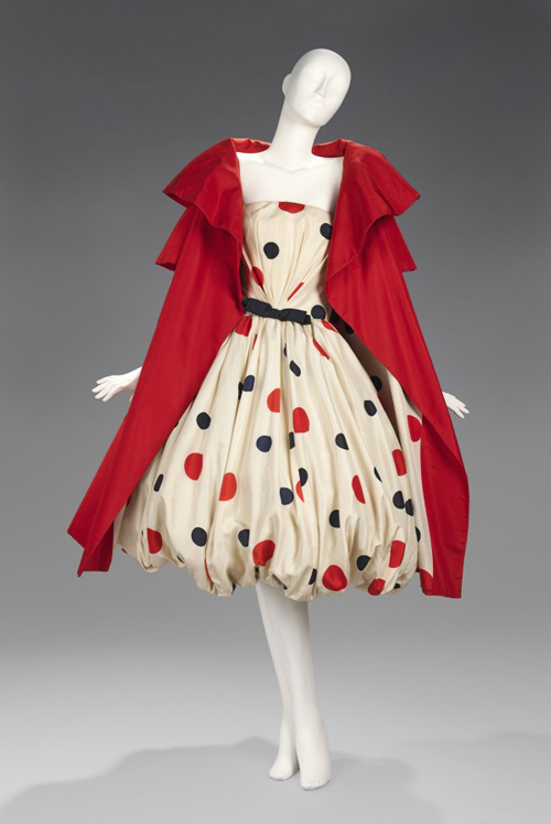 Arnold Scaasi (American, born Canada, 1931). <em>Evening Ensemble</em>, ca. 1958. American. Silk.  The Brooklyn Museum Costume Collection at the Metropolitan Museum of Art.