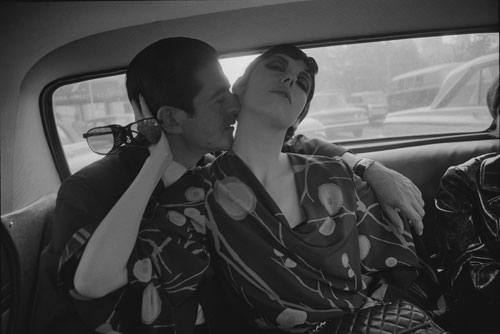 Dennis Hopper. Irving Blum and Peggy Moffitt, 1964. Photograph, 16.69 x 24.92 cm. The Hopper Art Trust © Dennis Hopper, courtesy The Hopper Art Trust. www.dennishopper.com