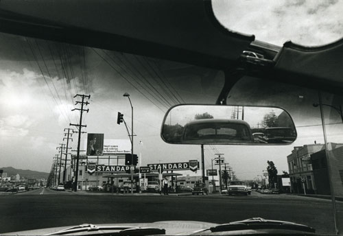 Dennis Hopper. Double Standard, 1961. Photograph, 17.45 x 24.87 cm. The Hopper Art Trust © Dennis Hopper, courtesy The Hopper Art Trust. www.dennishopper.com
