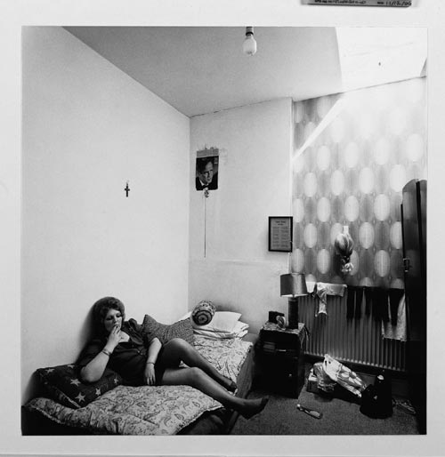 Nancy Hellebrand. <em>Marion in a Bed Sitter, </em>July 1974. Silver Gelatin. &copy;&nbsp;Copyright Nacy Hellebrand.