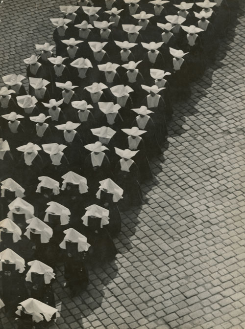 Erno Vadas. <em>Procession, Budapest</em>, 1934. Silver gelatin print, 395 x 300 mm. Hungarian Museum of Photography. Copyright Hungarian Museum of Photography.