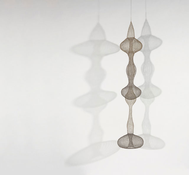Ruth Asawa (American, 1926‒2013). Untitled (S.540, Hanging, Seven-Lobed, Interlocking Continuous Form within a Form), c1958. Brass and copper wire. The Shidler Family Collection. Artwork © Estate of Ruth Asawa.
