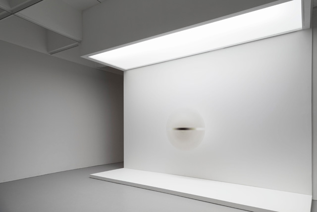 Robert Irwin. Installation view of Untitled, 1969, in Robert Irwin: All the Rules Will Change at the Hirshhorn Museum and Sculpture Garden, 2016. Artwork © 2016 Robert Irwin/Artists Rights Society (ARS), New York. Photograph: Cathy Carver.