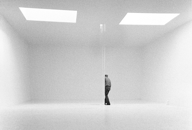 Robert Irwin in his studio, 1970. © 1970 Steve Kahn/Artwork. © 2016 Robert Irwin/Artists Rights Society (ARS), New York.