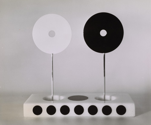 Opposites, small sculpture, 1959. Alexander Liberman papers, Archives of American Art, Smithsonian Institution.