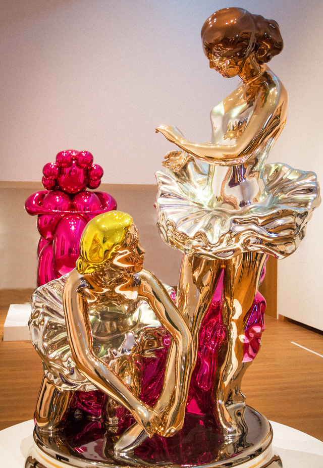Jeff Koons, gallery view, Ashmoleum Museum, Oxford, 2019. Photo: Henry Tann.