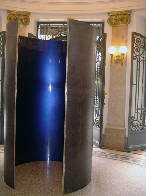 Anish Kapoor. <em>Pillar</em>, 2003, steel and lacquer, 250 x 150 x 150 cm. Installation view