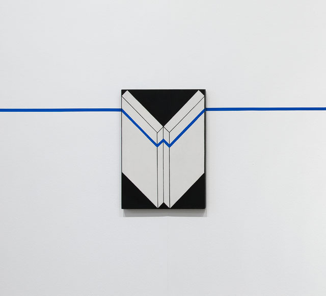 Edward Krasiński. Intervention 15, 1975. Tape and paint on hardboard, 69.9 x 50 x 3.3 cm. © The estate of Edward Krasiński, courtesy Foksal Gallery Foundation, Warsaw.