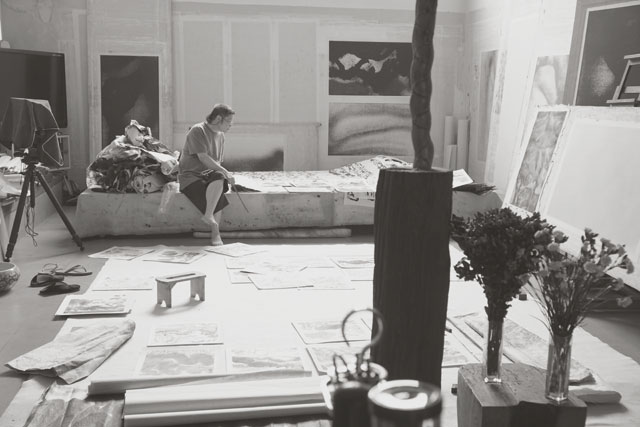 Li Huasheng in his studio. Image courtesy Mayor Gallery.