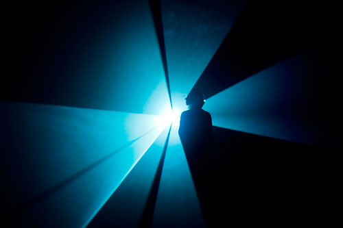 Anthony McCall. You and I, Horizontal, 2005. © the artist. Courtesy of the artist and Sprüth Magers Berlin London 