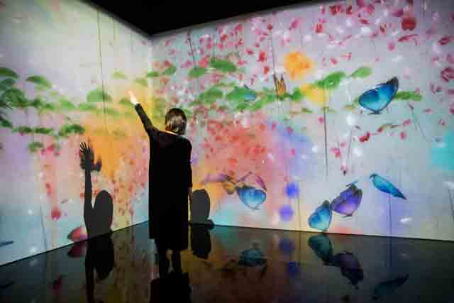 What a Loving and Beautiful World, © teamLab. Photo: Tristan Fewings/Getty Images. AI: More than Human, Barbican Centre, 16 May – 26 August 2019.