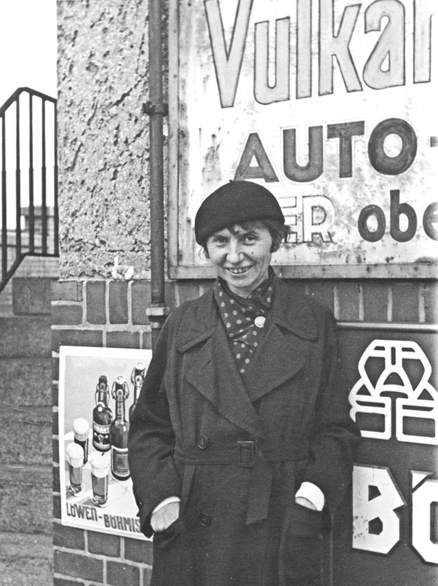 Jeanne Mammen in Berlin, c1930. Unknown photographer. © Jeanne-Mammen-Foundation, Berlin.