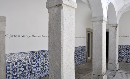 Rui Macedo. Memorabilia, 2014. Installation view: Cloister, Convento dos Capuchos, Caparica, Portugal. © Courtesy of the artist and Amarelonegro Gallery, Rio de Janeiro.