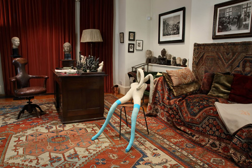 Suffolk Bunny in Freud's Study, Sarah Lucas. © Sadie Coles HQ and Freud Museum London.